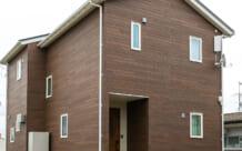 カントリー調の木目を生かしたコンパクトな家(名取市・A様)のサムネイル